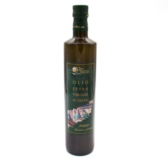 Olivenoel vor weißem Hintegrund